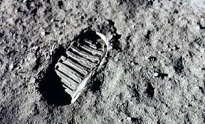 「Neil Armstrong stepped out of the lunar module Eagle and onto the moon's surface on July 20, 1969.」の画像検索結果