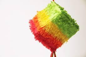 Resultado de imagen de piñatas con cajas de carton