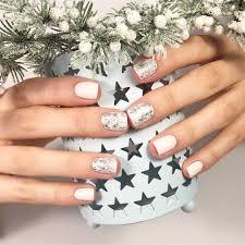 <b>Фольга для ногтей</b>: как пользоваться, разновидности декора
