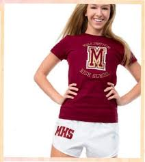 Футболка бордовая и белые <b>шорты</b>