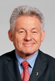 """Diese doch wesentlichen Summen werden noch bis Juli dazukommen"""", betont Landeshauptmann Dr. Josef Pühringer. LH Dr. Josef Pühringer informiert - 235fa32eee"""