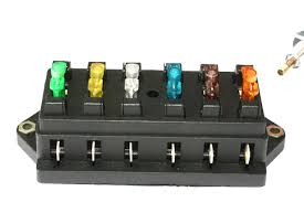 blade fuse box ideal for use in automotive motor sport marine agriculture and commercial where additional fused circuits need to be installed ge71 4 blade ge 72 6