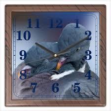 """Часы квадратные из пластика (под дерево) """"ЛЮБОВЬ И <b>ГОЛУБИ</b> ..."""