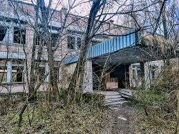 exploring the chernobyl exclusion zone day 2 pripyat roaming abandoned building overgrown trees