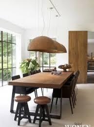 modern wood dining room sets: dit huis heeft zes eames dining chairs en zoveel meer beautiful eames and house
