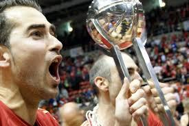 Fran Robles y Edu Sánchez celebran por todo lo alto con el público del Príncipe Felipe el ascenso a la Liga ACB. Sergio Pérez/César Perez - 10