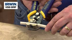 Using the Irwin <b>Self Adjusting Wire</b> Stripper - YouTube