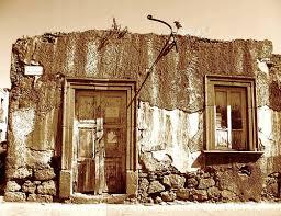 Resultado de imagem para casas em ruinas