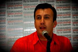 ... como su candidato a la gobernación del estado Aragua donde no clasificó para ser reelecto el actual gobernador y ex ministro de finanzas Rafael Isea. - Tareck_El_Aissami