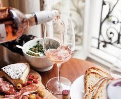 <b>Бокал вина</b> за завтраком или за <b>ужином</b>?   Лига сомелье России