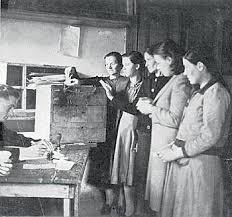 Αποτέλεσμα εικόνας για γυναικα 18ο αιωνα ελλαδα