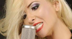RAYA (pe numele sau adevarat Ramona Olteanu) s-a apucat de muzica in urma cu 10 ani. A urmat cursurile Scolii Populare de Arta din Pitesti, ... - Raya