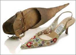 Sapatos 'poulaine', recuperados do pantanoso Tamisa.