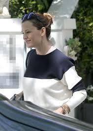england style steps: jennifer garner leaves her house in london
