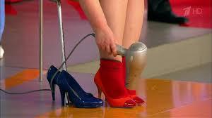 Как растянуть узкую обувь. Жить здорово! (03.12.2015) - YouTube