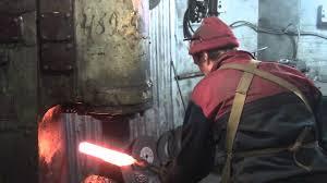 Как куется <b>дамасская сталь</b> - кузница Алексея Бессонова - YouTube