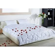 <b>Одеяла</b> и подушки