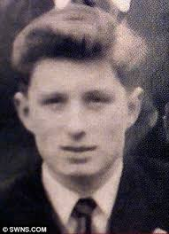 Collect photo of John 'Duff' Lowe when he was a friend of George Harrison - article-2229716-15EA9FC8000005DC-290_306x423