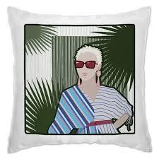 Подушка Блондинка в красных солнечных очках #2785934 в ...