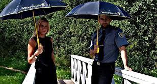 Вируская тюрьма Эстонии предлагает <b>зонты</b> со своим лого в ...