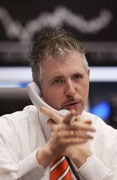 Frankfurt (dpa) Dirk Müller ist ein Medien-Star, doch sein Name ist nur wenigen ein Begriff. Seit Jahren ziert das Konterfei des Aktienmaklers die ... - dirk_mueller