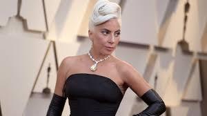 <b>Леди Гага</b> в образе Одри Хепберн на красной дорожке ...