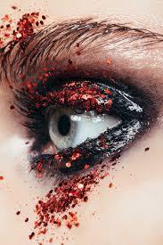 <b>Блестки для глаз</b>: как наносить, на что клеить, как закрепить ...