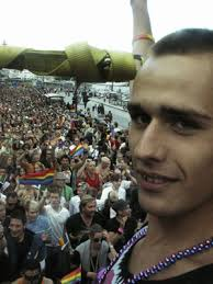Erik Berger är vår nya Mr Gay och han åkte givetvis med på QX-vagnen. - 20050806193333