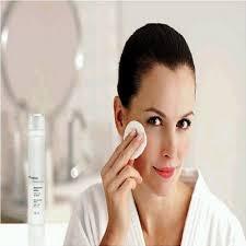 Leonor Prieto, Directora Científica de La Roche-Posay, ha querido aclarar las dudas y mitos más comunes sobre la limpieza del rostro. - desmaquillarse