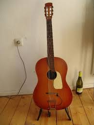 Archtop guitare The Loar? - Page 3 Images?q=tbn:ANd9GcQBh1RozlarmPNB6JM8i8XypzLFpskLke54u3FhFjfLZLXzHaHt