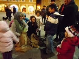 Risultati immagini per la befana porta i doni