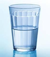 Resultado de imagem para copo com água