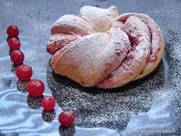 Картинки по запросу Рецепт приготовления булочек «Клюквенные веночки»