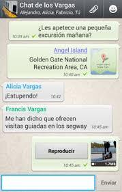 Ejemplo de conversación entre varios usuarios de WhatsApp en los que se muestran varios textos, cada uno de un interlocutor y también un vídeo preparado para ser reproducido en el momento que sea pulsado el botón
