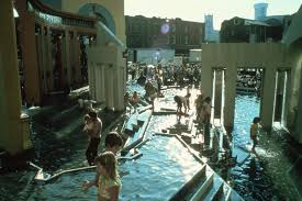 charles moore going against the grain archdaily crowds frolic in the piazza s wading pools image courtesy of charles moore foundation