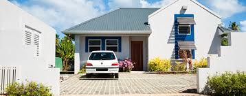 How to Save by Bundling Auto and Home Insurance