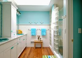how to paint a small bathroom using the paint wall in white or soft color of painting wall as you know the white wall would make the small room is to be more spacious