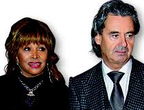 Weltstar Tina Turner (73) hat vor wenigen Wochen mit Lebenspartner Erwin Bach (57) im schlichten Trauzimmer des Gemeindehauses von Küsnacht die ... - GPHP29_0011%2520Tina%2520Turner%2520-5