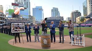 Padres honor former manager Bruce Bochy before final series in ...