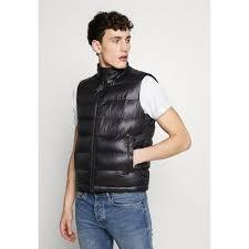 Купить мужские <b>куртки</b> и ветровки от <b>HUGO</b>