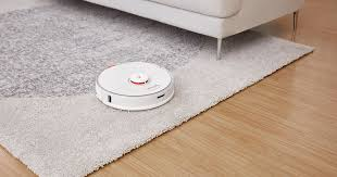 This robot vacuum uses smarts to scrub floors too - CNET