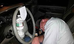 Resultado de imagem para bebados no volante