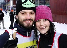 I målet stod Sofia Hellqvist båda hennes föräldrar Erik och Marie Hellqvist och syster Lina. Sofia Hellqvist sa efter målgång att ... - sofia-carl-philip-ao2