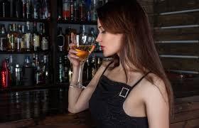 Опасной для россиян назвали привычку выпивать <b>бокал вина</b> за ...