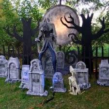 31 Scary <b>Halloween</b>! Themed <b>Tomb</b> and Skull Inspire | Scary ...