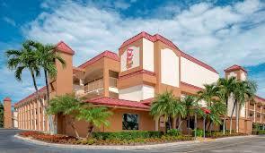Red Roof Inn PLUS+ & Suites Naples (США Нейплс) - Booking.com