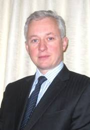Jeremy Crew qualified from Cambridge University and St Thomas' Hospital, London in 1989. - jeremy