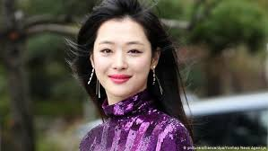 South <b>Korea</b> mourns untimely death of <b>K</b>-pop <b>star</b> Sulli | News | DW ...