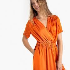 Платье с запахом, блестящим эффектом и эластичным <b>поясом</b> ...