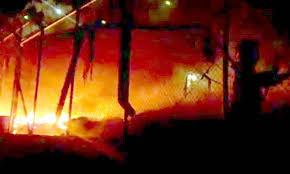 Image result for φωτιές στούς καταυλισμούς προσφυγων